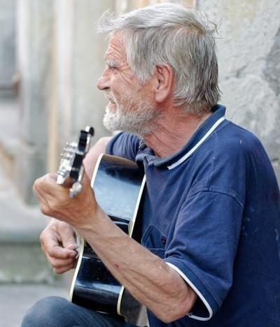 Jouer d'un instrument de musique quand on est sénior : les bienfaits